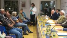 TELI Klimaherbst im Münchner PresseClub: Moderatorin Maren Schüpphaus (M.) mit Panel und Publikum  (c) Goede