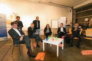 Begrüßung durch TELI Vorsitzenden Kral (M., stehend): Kreitmeier, Kreiß, Schüpphaus, Krausnick, Selinger (v. l. n. r.) (c) Knoll